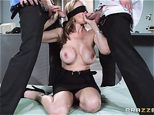 killer manager Julia Ann gets a dual creaming