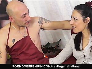 audition ALLA ITALIANA - Italian milf newcummer likes anal invasion