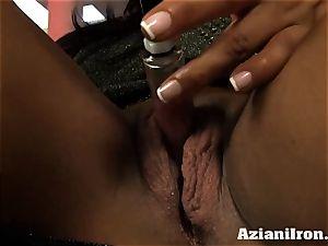 cougar heavy gal Amber pumps her hefty jewel