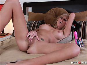 Her explosive ejaculation makes her wiggle