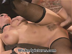 domme Nicole Aniston manages her guy