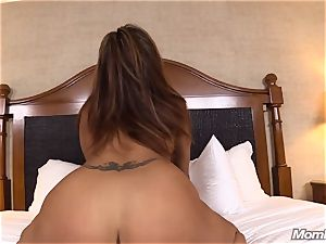 steaming Latina inexperienced cougar first timer