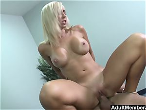 gigantic titted Jessica Lynn Gets Deep ravage