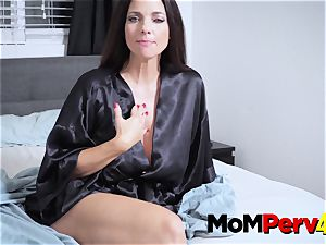 mummy Jessica makes stepdaughter engage in scorching lezzie fuck-a-thon