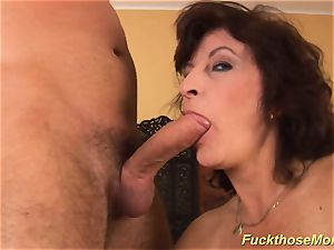 facial cumshot on huge-boobed unshaved mummy