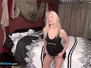 Matures Cindy and Lacey solo deeds