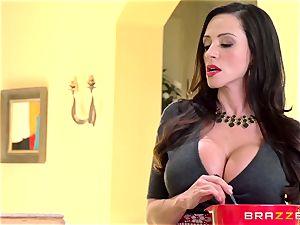 milf Ariella Ferrera smashes her daughters admirer