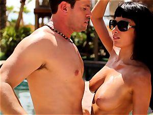 Anissa Kate strip her bikini to pulverize poolside